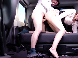 Cabbie to lady-love her pussy