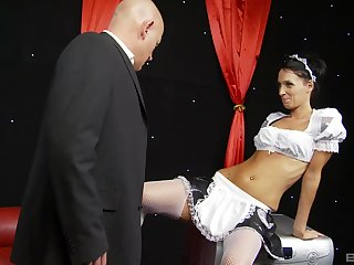 Brunette MILF maid Tammie Lee cum sprayed after a party bang