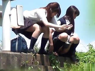 japanese schoolgirls - outdoor pee voyeur 2