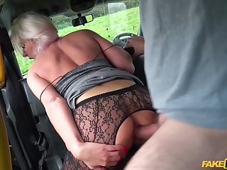 Hot tourist down no money pleases a fake taxi driver