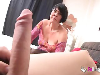 Short-haired MILF makes love with younger guy at a difficulty sling
