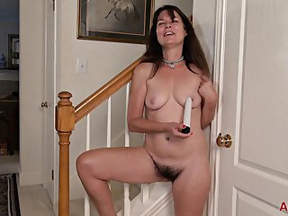 Cougar Sherry Lee Respecting Big Natural Tits - Solo