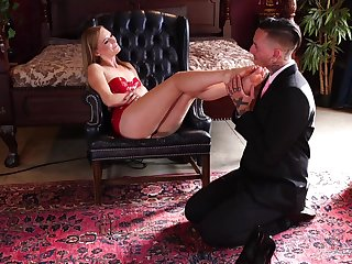 Strong moments of hard sex for a woman who loves to posture dominant