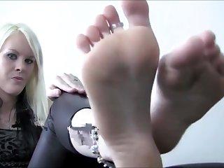 Worship Femdom Deity Feet Jerk Instructions