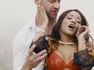 White dude with a monster dick fucks ebony pornstar Kiki Minaj