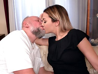Handsomeness Bianca Booty gets messy facial token crazy sex with doyen