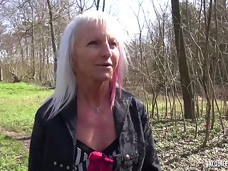 Mature blonde lady likes to have lucky sex expectations quite often, because it excites her a lot