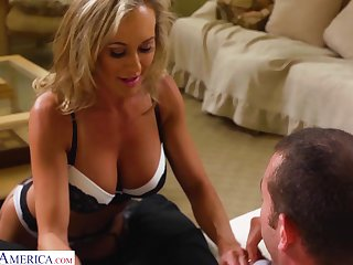 Drop dead gorgeous woman Brandi Love gets intimate with young lover