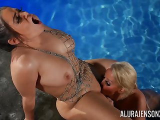 Alix Lovell With the addition of Alura Jenson - Drag queen Porn