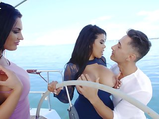 Intense threesome during sexual boat ride with two Latina body of men