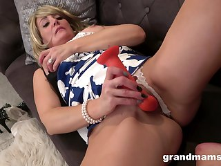 Blonde grandmother whoop-de-doo back on the couch be advantageous to solo toy masturbation